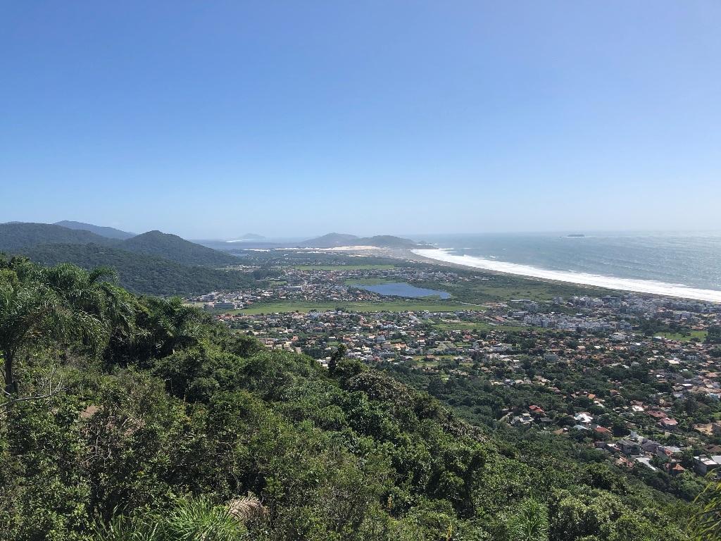 Vista para nordeste: Lagoa da Conceição, Dunas da Joaquina, Lagoa Pequena