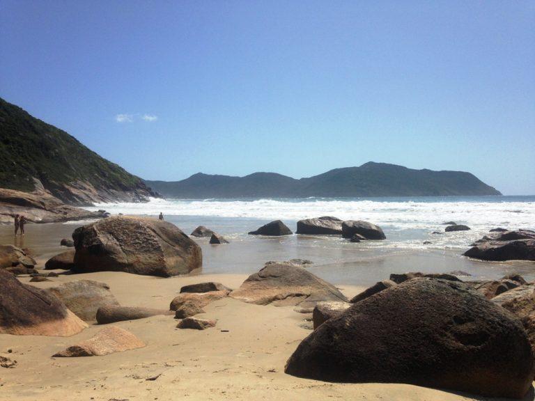 A pequena Praia do Saquinho